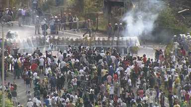 Em BH, grupos de baderneiros transformam manifestação em praça de guerra - Eles tentaram furar o bloqueio da Polícia Militar.