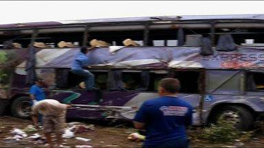 Acidente em Sobral deixa seis pessoas mortas e 36 feridas - Ônibus levava comerciantes de Belém para Fortaleza.
