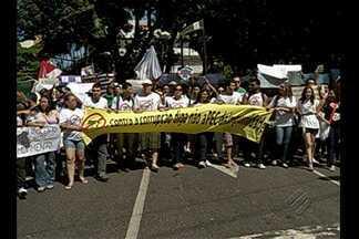Manifestação contrária à PEC 37 leva milhares às ruas de Belém - Proposta que tira poder de investigação dos Ministérios Públicos motivou protesto. Apesar da segurança reforçada, não houve tumultos