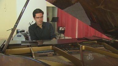 Alunos de música participam de oficina aberta com pianista, em RO - Músico Gabriel Casara se apresenta no Sesc Esplanda nesse sábado, 22.