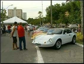 12º Encontro de Carros Antigos acontece em Campos, RJ - Cerca de 200 veículos de vários modelos estão em exposição.Mais de 500 pessoas são esperadas durante todo o evento.
