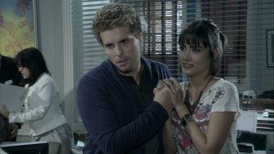 Patrícia insiste no plano para enganar Michel - Niko e Patrícia explicam o plano de Amarilys para Eron e ele aceita a proposta
