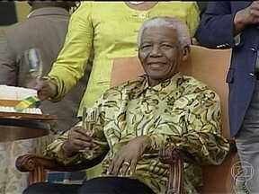 Estado de saúde de Mandela é crítico - Ex-presidente da África do Sul foi internado no dia 8 de junho por causa de uma infecção pulmonar. Segundo um comunicado, o estado de saúde de Mandela piorou nas últimas 24h. Nelson Mandela tem 94 anos.