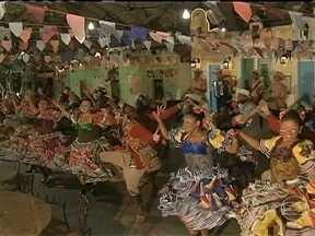 Festas em homenagem a São João se espalham pelo Brasil - A animação e o colorido da festa são garantidos, principalmente pelos grupos de quadrilhas. Esta é uma tradição que movimenta a economia do Nordeste. São quase três mil grupos. O Ceará é o estado com maior número, 670.