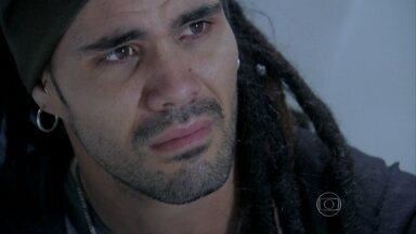 Ninho conta para Paloma que estado de Paulinha piorou - Amarilys impede o rapaz de contar para Bruno que é o pai biológico de Paulinha. Paloma acorda e pede para ver a filha. Ninho ameaça Amarilys, mas ela não se intimida
