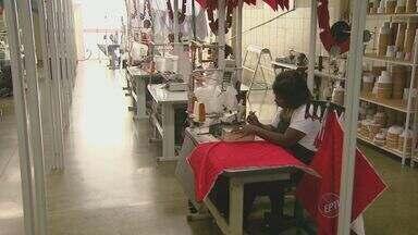 Ministério Público do Trabalho identifica nova rota de trabalho escravo no interior - Ministério Público do Trabalho identifica nova rota de trabalho escravo no interior. Bolivianos que eram levados para a Capital, agora estão em cidades menores.