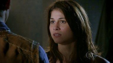 Marcina se decepciona com Gibão - O rapaz percebe o acaloramento da moça e se esquiva das investidas dela. Zélia interrompe os dois e Gibão aproveita para dispensar Marcina