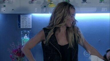 Amarilys vai visitar Paloma e Paulinha - A amiga quer saber se Paloma convenceu Bruno a deixar que ela fique com Paulinha