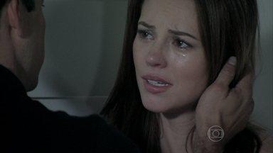 Paloma se afasta de Bruno - Paulinha abraça os dois e os une novamente