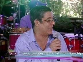 Zeca Pagodinho canta 'Batuque na Cozinha' com Leandro Sapucahy - Música faz parte do novo trabalho do cantor, que traz clássicos do samba brasileiro