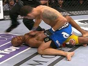 Chris Weidman vence Anderson Silva por nocaute no UFC 162 e é o dono do cinturão - Com uma sequência de socos, americano é o novo dono do cinturão nos pesos médios.