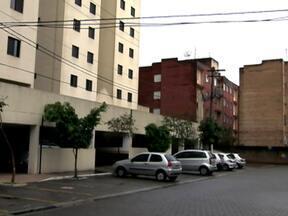 Prédio antigo abre mão de áreas de lazer para construir estacionamento - Moradores de prédios antigos de São Paulo têm dificuldade para conseguir vagas de estacionamento dentro do condomínio. As construções antigas não atendiam a lei municipal que obriga todo prédio novo a ter pelo menos uma vaga por apartamento.