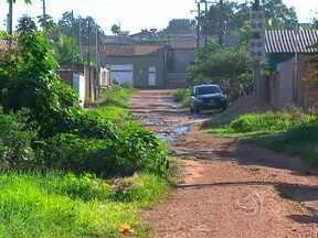 Moradores reclamam da falta de infraestrutura em bairro de Cuiabá - Moradores do Jardim Imperial 2, em Cuiabá reclamam da falta de infraestrutura no bairro. São problemas como a falta de atendimento em unidades de saúde, mato alto e esgoto a céu aberto.