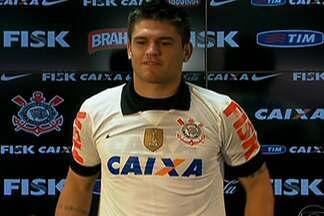 Volante Jocinei, ex-Rio Branco, é apresentado no Corinthians - Jogador chega como desconhecido e espera ter o mesmo sucesso dos atletas antecessores na posição.