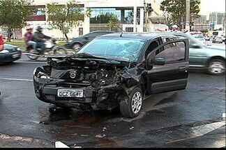 Socorrista atende a própria família após acidente em Vitória - Wellington Douglas viveu a experiência indesejável nesta manhã.Três carros colidiram na Avenida Norte Sul, em Jardim Camburi.