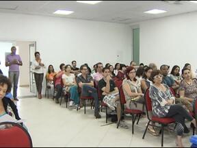 Professores das escolas particulares fazem assembleia nesta terça-feira - Parte da categoria decidiu entrar em greve a partir desta terça, por tempo indeterminado.