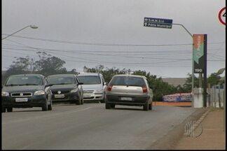 Polícia de Suzano ainda não tem pistas de suspeitos de roubo de carros - Os suspeitos roubaram cinco veículos, entre eles uma moto, em menos de dez horas em Suzano. Os crimes foram entre a noite de segunda (8) e a madrugada de terça (9). Os moradores e motoristas estão assustados com as ocorrências.