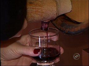Vinícola de Jundiaí, SP, fornecerá vinho ao Papa durante visita ao Brasil - A visita do Papa Francisco ao Brasil é motivo de orgulho para um vinicultor de Jundiaí (SP). É que o vinho produzido por ele vai ser usado nas missas e também consumido nas refeições do Papa.