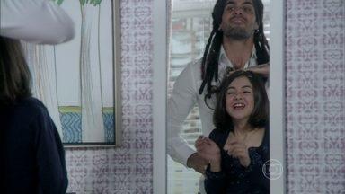 Ninho e Paulinha brincam juntos - Ele segue o conselho de Paloma e se desculpa com a menina