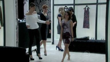 Edith e Tamara dão um vestido para Sandrinha - Gigi fica emocionada