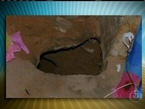 Polícia do Maranhão procura presos que fugiram por túnel - A Polícia de São Luís procura 15 presos, que fugiram por um túnel de 18 metros de extensão, no maior presídio do Maranhão. A Secretaria de Justiça e Administração Penitenciária vai apurar se houve facilitação na fuga por parte de funcionários.