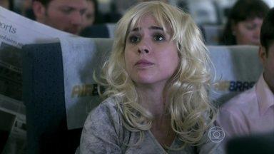 Valdirene é repreendida pela tripulação do avião - Ela é obrigada a ficar na classe econômica