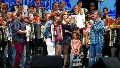 Luiz cumpre a prova com Aviões do Forró - Paraibano reuniu 84 músicos no palco do maior São João do Mundo