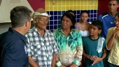 Luciano Huck entrega a casa nova para a família Santos - Luciano Huck entrega a casa nova para a família Santos