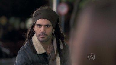 Ninho promete a Paloma que trará Paulinha de volta - A pediatra culpa o ex-namorado por ter perdido sua filha. Pilar se enfurece com Ninho