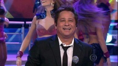 Leonardo levanta a plateia do Domingão com 'Talismã' - Grandes sucessos do cantor estão sendo cantados no palco do programa