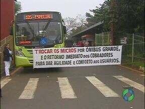 Hoje é o último dia para ônibus circularem sem cobradores - A partir de amanhã, empresas de comprometeram a não rodar sem cobradores nos ônibus grandes. Micro-ônibus têm prazo de 90 dias para serem substituídos.