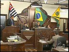 Vereadores aprovam Lei da Transparência em Bauru, SP - Os vereadores de Bauru aprovaram nesta segunda-feira (22), por unanimidade, o projeto de Lei da Transparência. As regras já são cumpridas pelo município. Os nomes, cargos e salários dos funcionários públicos têm de ser divulgados pela prefeitura.