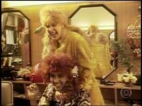 Relembre Regina Casé e Claudia Raia no Programa Legal, em 1992 - Dupla interpretou personagens que se atracaram num salão de beleza