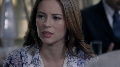 Paloma desabafa sobre a relação com Pilar - Ela começa a buscar pistas para provar que é adotada