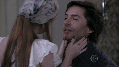 Thales é carinhoso com Nicole após ela desistir de raspar a cabeça - Ele diz à noiva que ela é linda de qualquer forma