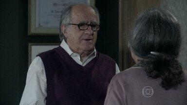 Lutero pede para Bernarda voltar a visitá-lo - Ele se desculpa pelo abraço súbito que deu na amiga