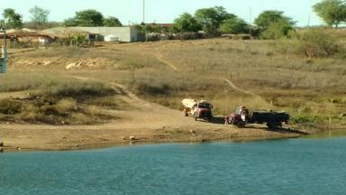 Em Campos Sales, única fonte de água tem menos de 25% da capacidade - Moradores dizem que água está sem condições de uso.