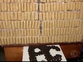 Polícia apreende 400 quilos de drogas na BR-364 em Campina Verde, MG - Além da droga, foram presos seis suspeitos e um menor foi apreendido.Advogado de defesa questionou posição da Polícia Civil.
