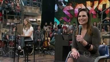 Laura Müller tira dúvidas da plateia do Altas Horas - Fábio Porchat faz pergunta sobre camisinha que prolonga o prazer