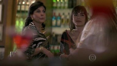 Vivian sugere que Perséfone embriague Rafael - Ela diz que a enfermeira é muito impulsiva, o que acaba prejudicando seus encontros amorosos