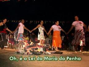 Assentamento na Bahia supera a miséria fazendo arte - Na região do Sisal, o Povoado de Rose cresceu com a ajuda dos griôs. Griô é o contador de histórias, mestre em um saber, uma tradição.
