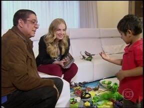 Angélica visita casa de Zeca Pagodinho e se derrete por Noah, netinho do cantor - Durante entrevista, Zeca fala sobre os 30 anos de carreira e da saudade que sente de Xerém