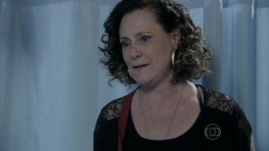 Márcia faz acordo com Jardel para escapar de um processo - A ex-chacrete se compromete a dar um hot-dog de graça por dia para que o dono da oficina não a acuse pelo acidente que sofreu