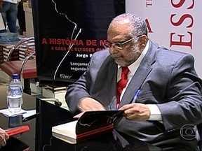 Livro de Jorge Bastos Moreno revela segredos da política brasileira - Um livro do jornalista Jorge Bastos Moreno revela segredos da política brasileira, através da visão de Dona Mora, a mulher de Ulysses Guimarães.