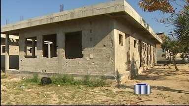 Mães de Cruzeiro (SP) reclamam da falta de creches - Mães de Cruzeiro (SP) reclamam da falta de creches. A obra para construção de uma creche, na Vila Romana, que deveria atender a comunidade, está parada.