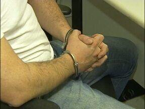 Agente Penitenciário é preso acusado de vender celular a preso na Penitenciária II em Foz - O agente foi preso em uma rua na periferia da cidade com seiscentos reais. As cédulas entregues a ele foram copiadas pela Promotoria para comprovar o flagrante.