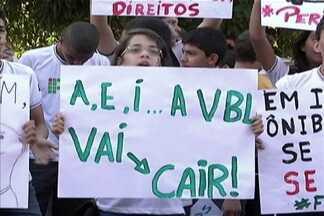 Integrantes do movimento 'Fora VBL' voltaram a protestar - Manifestação é contra a permanência da empresa em Imperatriz.