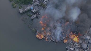 População dos Coelhos diz faltou água para apagar incêndio e mangueiras estavam furadas - Bombeiros negam acusação e dizem que furos aconteceram durante a ocorrência.