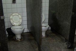 Banheiros públicos estão em condições precárias em Aracaju - Mais de mil pessoas utilizam o banheiro público.