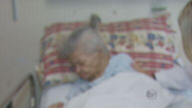 Idosa de 70 anos é abandonada no hospital Ouro Verde em Campinas - Ela foi abandonada por uma pessoa que em uma carta escreveu que nçao tinha condições de cuidar da idosa.